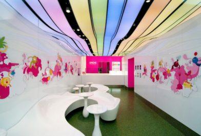 разноцветный выпуклый потолок