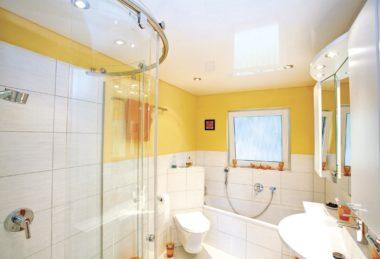 глянец белый ванная потолок