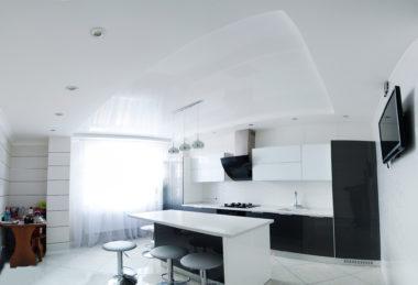 белый кухня натяжной потолок