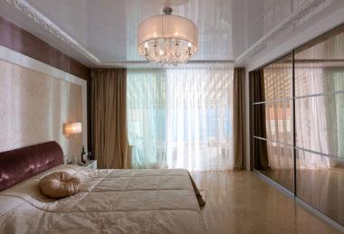 спальня белый глянец потолок