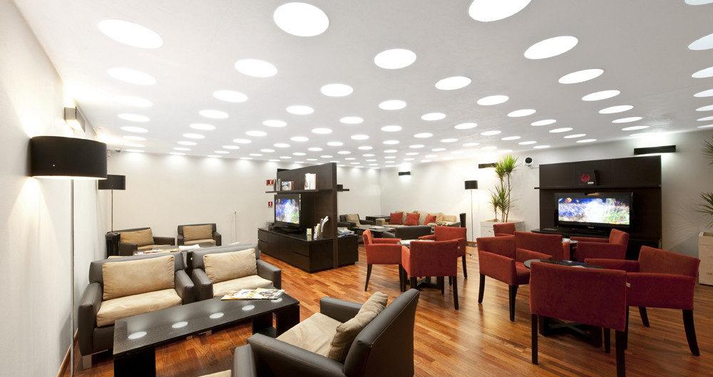 подсветка белый потолок