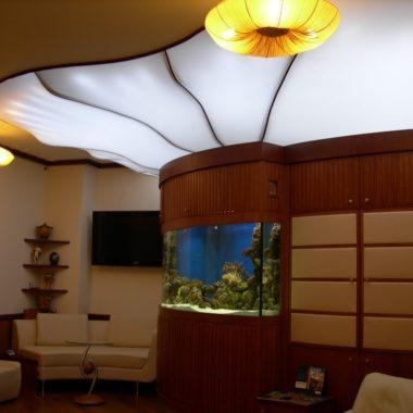 полупрозрачное полотно потолок