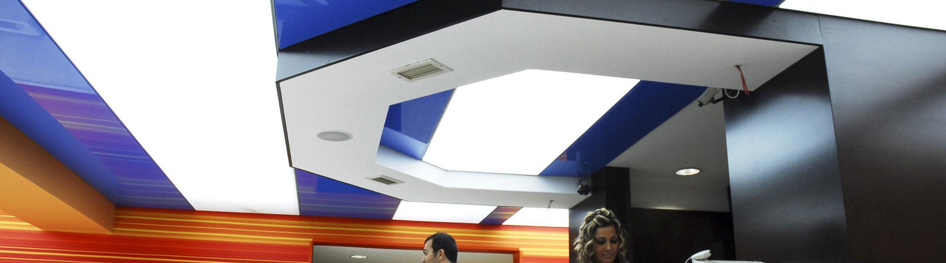 синий белый рецепция потолок