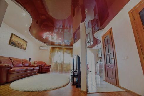 бордовый глянец потолок в квартире
