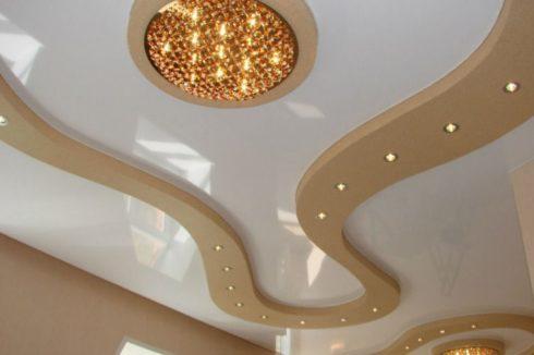 белый многоуровневый потолок глянец