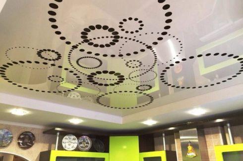 черный белыйapply глянец потолок