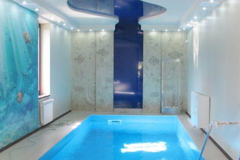 темно-синий глянец бассейн