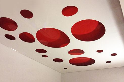 белый красный глянец потолок apply