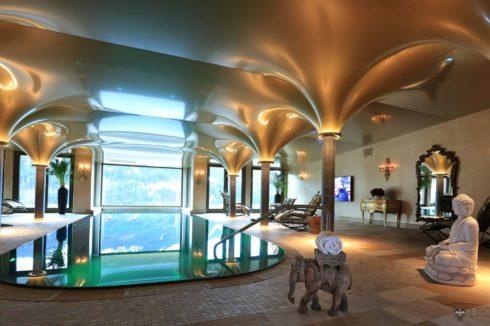 золотистый глянец бассейн