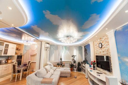 Небесный потолок в комнате