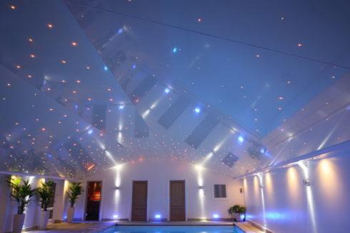 приятный голубой цвет потолка