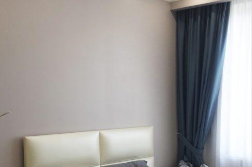 белый потолок с точечной подсветкой