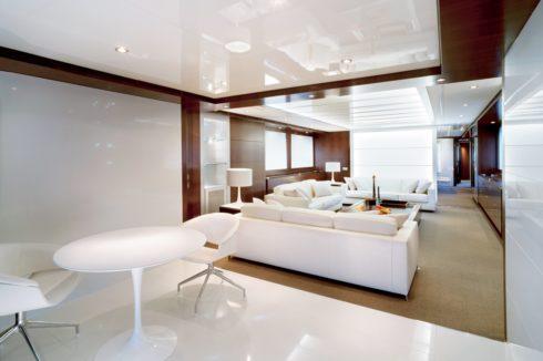 глянец натяжной потолок белый