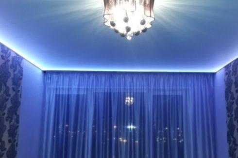 комната в синем свете