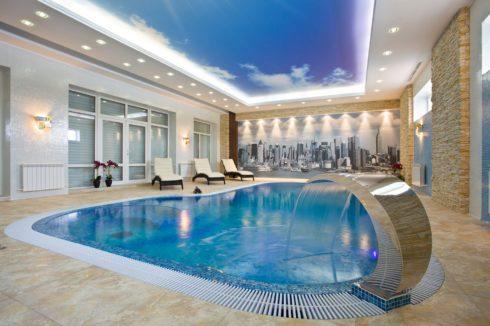 бассейн с небесным потолком