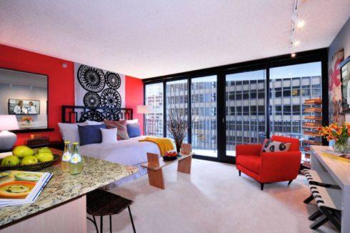 комната в красных палитрах