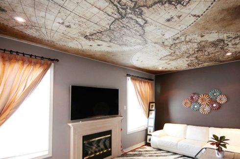 карта мира на потолке