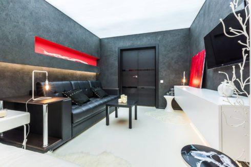 Комната черного и красного цвета