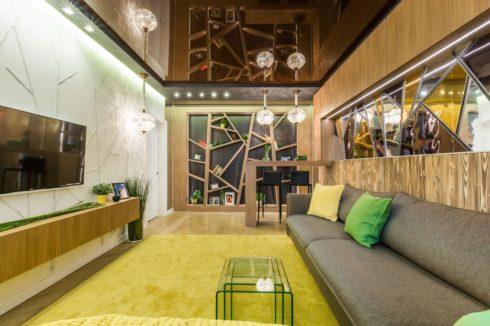 коричневый глянец натяжной потолок
