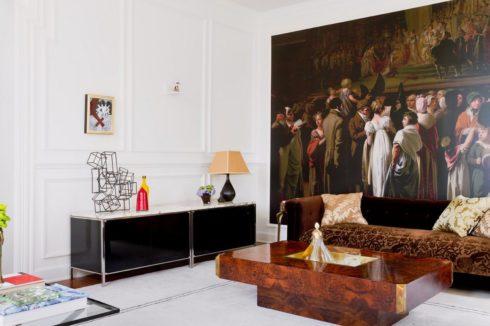 стена с картиной
