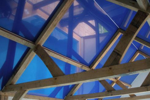 глянцевый синий в басейне
