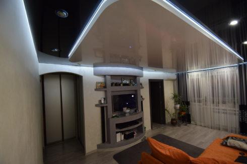 черно-коричневый потолок