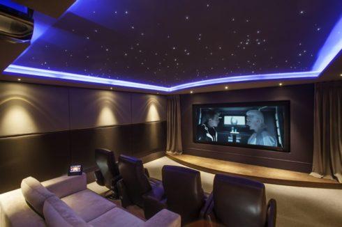 звездное небо в кинотеатре