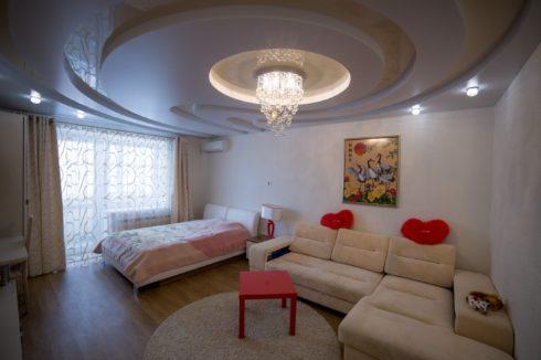 белый закругленный потолок