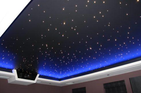 звездное небо и прожектор