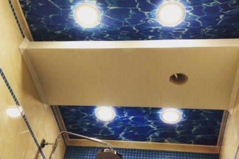потолок с фотопечатью воды