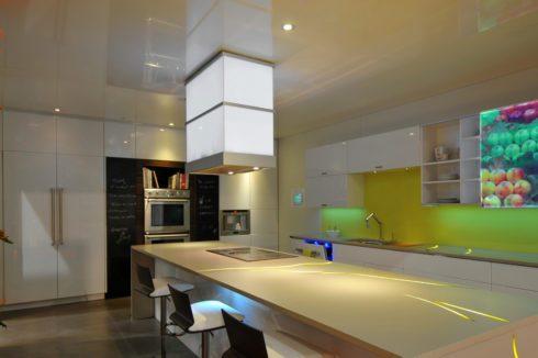 песочный потолок в кухне