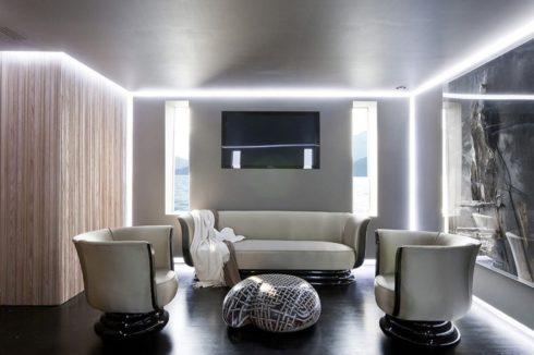 комната с угловой подсветкой