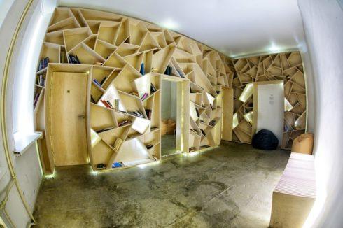 Стены полки в комнате