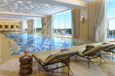 бассейн с белым потолком и подсветкой