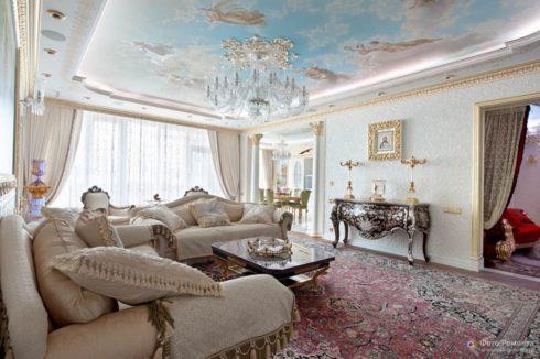гостиная с потолком фреской