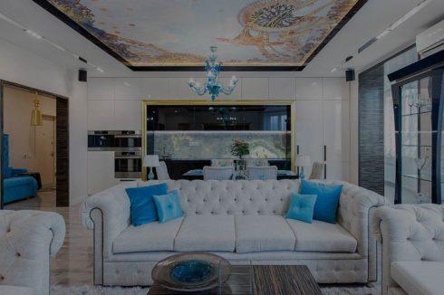 гостиная комната с потолком фотопечать