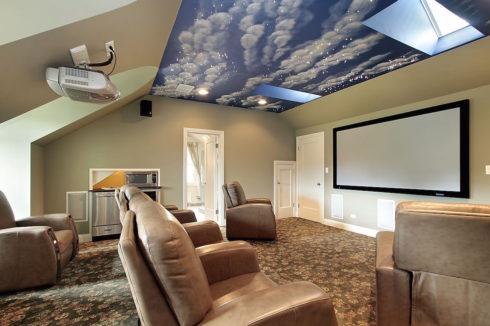 небесный потолок и прожектор