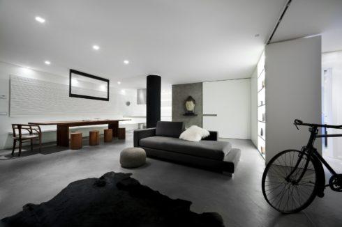 бело-серая комната