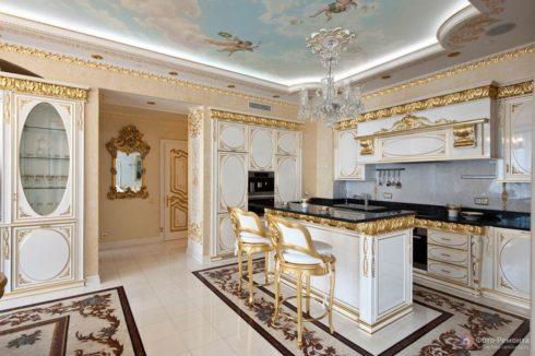 кухня с потолком фрески