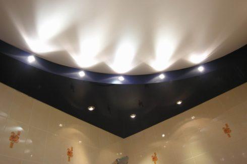 многоуровневый с подсветкой спальня