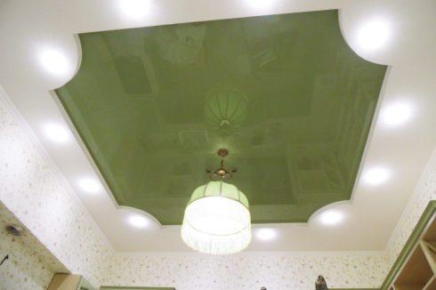 зеленый квадратный потолок