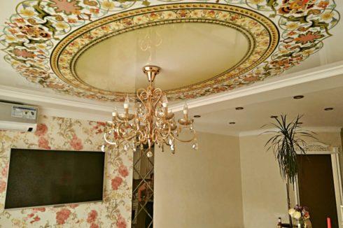потолок с круглым узором