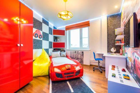 детская комната с кроватью-машиной