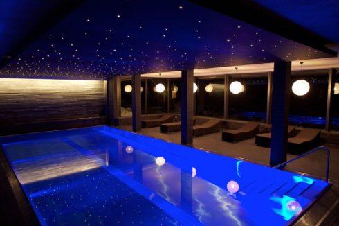 бассейн с точечной подсветкой синий
