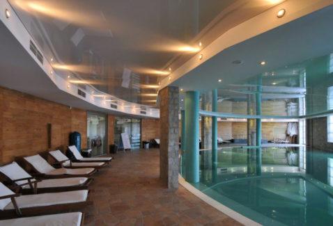 белый глянец бассейн