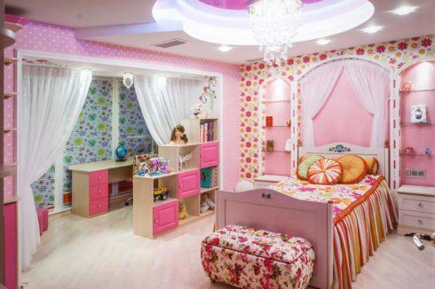 многоуровневый потолок розовый натяжной