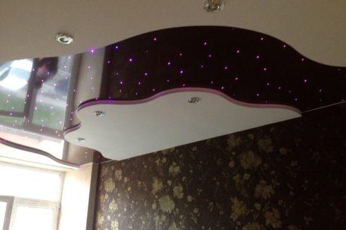 плавный потолок с точечной подсветкой