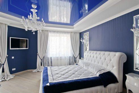 глянец синий натяжной потолок