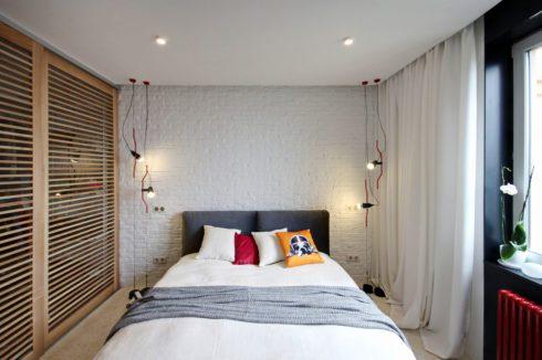 комната с деревянным шкафом