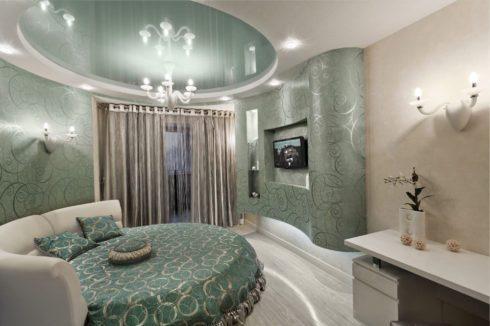 бледно-зеленый потолок натяжной глянец